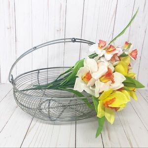 Vintage Kitchen - Farmhouse style Metal Wire Kitchen Egg Basket